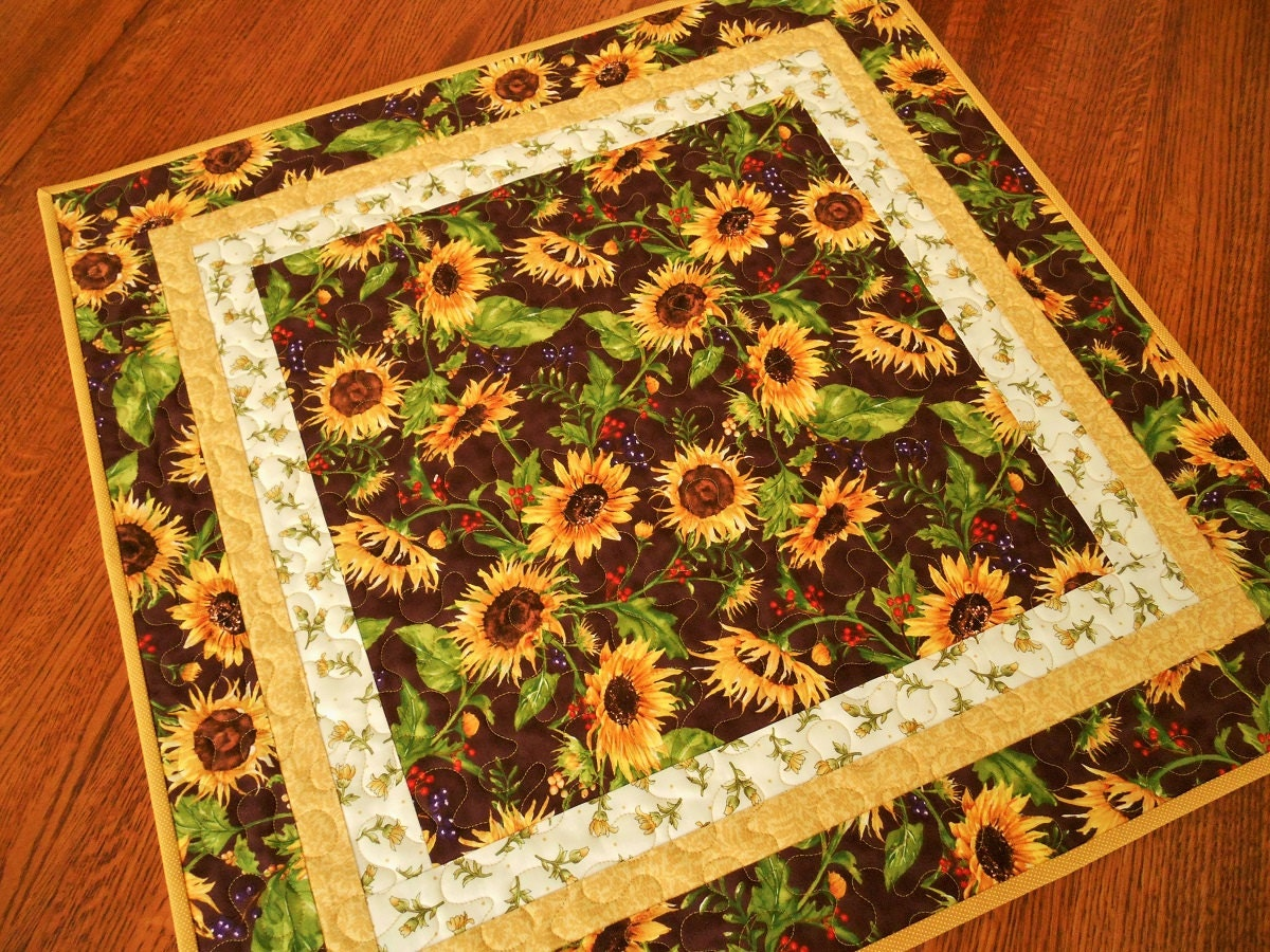 Sunflower table topper quilted square table topper with for Round table runner quilt pattern