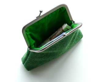 Green HARRIS TWEED wool coin or change purse, metal kiss lock frame