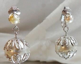 FALL SALE Vintage Pearl Earrings. Sarah Coventry. Large Dangling Wedding Earrings. Faux Pearl Earrings