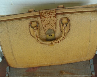 SHIPPING INCLUDED - Pigskin, Vintage, Bag, Possibly Doctor Bag, Lovely Find, Product of Warner from Worcester, MA
