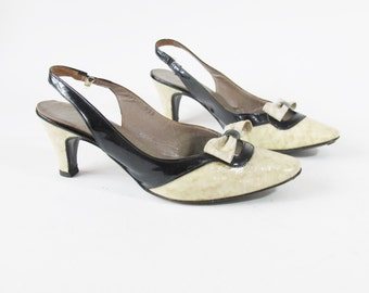 40% OFF SALE 1960s Slingback Heels Patent Leather Pumps Snake Reptile Bow Kitten Heels Two Tone Mod Cut Out Black & Cream Heels (6) E585