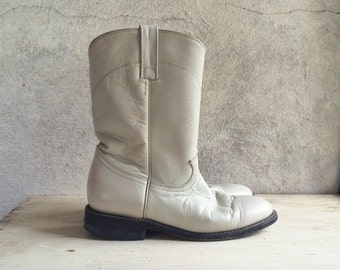 Off white vintage cowboy boots Women's size 7 M (fits up to 7.5) roper boot white womens boots