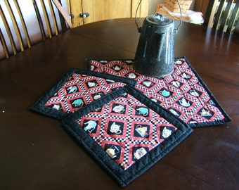 Insulated Table Mat and Pot Holders Mary Engelbreit Print  /Item #12