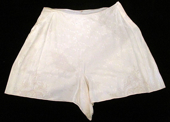 Oh La La 1930's Silk and Lace Tap Pants Vintage Panties with Hand Embroidery Old Hollywood Glamour Starlet Rockabilly VLV Boudoir Size-Large