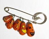 Vintage Pumpkin Pin, Jack O Lantern Pumpkin Brooch Pin, Orange Pumpkin Pin, Dangling Pumpkin Charm Pin, Vintage Halloween Theme Brooch