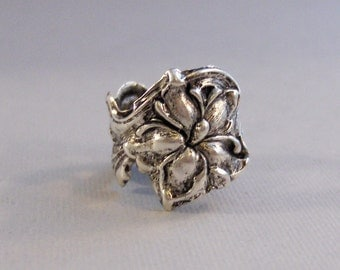 Silver Lily,Ring,Silver,Flower,Lily Ring,Antique Ring,Silver Ring,Blossom,Wedding,Bridesmaid.Flower Ring,Flower,Lily valleygirldesigns.