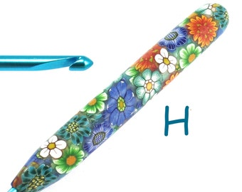 Susan Bates, H 8/ 5.00mm, Polymer Clay Covered Crochet Hook, Colorful Flower Design