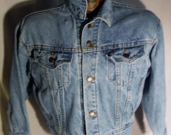 Boys Vintage Levis Button Up Faded Blue Denim 4-Pocket Short Length Oversized The Big Jean Jacket sz Med 12 14
