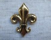 Vintage fleur de lis Zentall design gold tone metal pendant brooch pin. 1 brooch pin.
