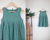 Girls Christmas Jumper Dress Vintage Prairie Apron Green Red Calico Photo Prop 8 10