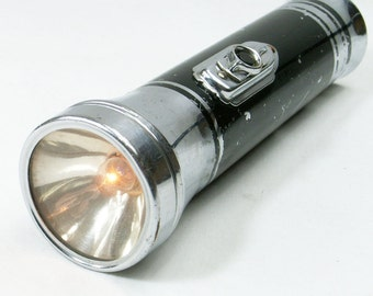 1939 Art Deco Eveready Flashlight Chrome Black Detail