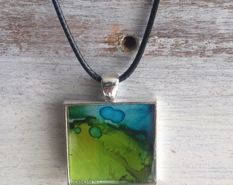 Colorful resin necklace pendant w/ necklace