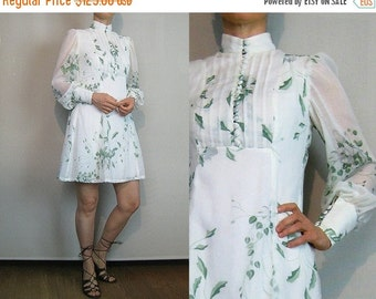 FALL SALE 70s White Cotton GAUZE Leaf Print Mini Dress Vintage 70s Puffed Leg of Mutton Sleeve Dress Green Leaf Print Dress White Gauze Mini