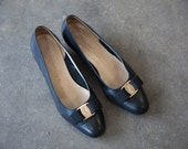 Vintage Salvatore Ferragamo Classic Black Leather Gold Logo Bow Low Heels Pumps Shoes Flats 8