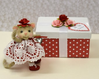 """Needle Felted """"Valentine Kitten"""" With Music Box """"Present"""".............Free Shipping In The U.S."""