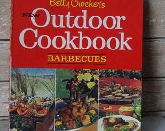 Vintage Betty Crockers  Outdoor Cookbook 1967
