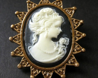 Black and White Cameo Cabochon Shank Button. Crown Frame Cameo Button in Bronze. Resin Button - 41mm x 35mm  (Qty 1)