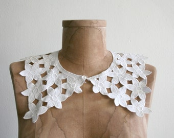 Daisy Lace Collar