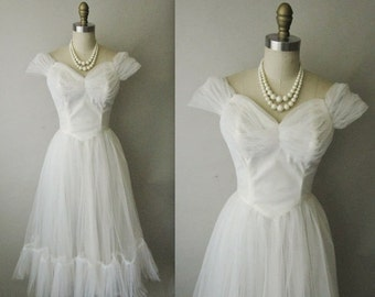 STOREWIDE SALE 50's Wedding Dress // Vintage 1950's White Tulle Lace Strapless Wedding Dress Gown XS