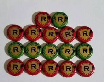 17 Redds Apple Ale bottle caps, undented, includes 11 red and 6 green
