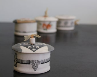 lovely little porcelain jewelry box with black patterns bead lid