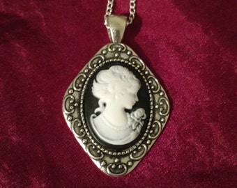 My Fair Lady cabochon necklace in Diamond shaped setting
