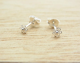 4 mm Tiny Daisy  Flower Post Stud Earrings. 92.5% Sterling Silver. Cartilage/ Nose/ Earrings.Gift under 10. Nickel free.