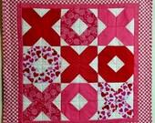 Valentine Table Quilt, Valentine Table Runner, Quilted Table Runner, Quilted Wall Hanging, Hugs and Kisses, XOXO, Cottage Shabby Chic