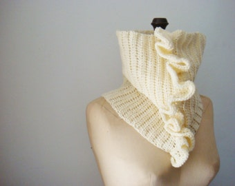Sassy Cowl, Crochet Pattern Cowl with Ruffles, Tube Scarf Pattern, Crochet Cowl Pattern