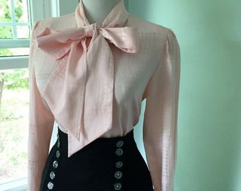 Flirty 1950s 1960s Light Pink Plaid Button Down Long Sleeve Blouse w Ascot Tie Neck