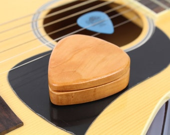 Customizable Cherry Guitar Pick Box slender, G40, Solid Cherrywood, Paul Szewc