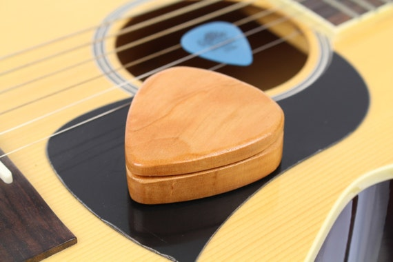 Customizable Cherry Guitar Pick Box slender, G40, Solid Cherrywood, Paul Szewc, Masterpiece Laser