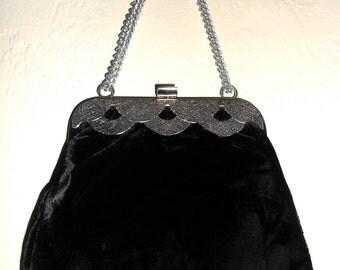 Vintage 1960s black velvet gothic / victorian chain-handle formal evening bag / handbag / clutch