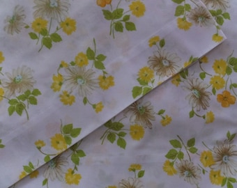 Pair Vintage Pequot Yellow Green Aqua Floral Daisy Garden Pillowcases