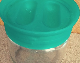Vintage Pyrex Store N See Glass Container With Lid