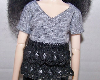 Pullip clothes - light gray t-shirt with black lace