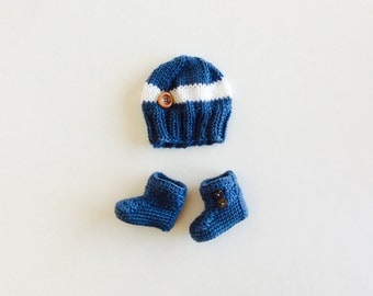 READY TO SHIP Booties and Hat set, Blue/White, Big Button hat and booties set, size Newborn