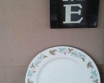 """Vintage Porcelain Plate Green Purple White Dinner Plate 10""""  Online Vintage, vintage clothing, home accents, vintage dress"""