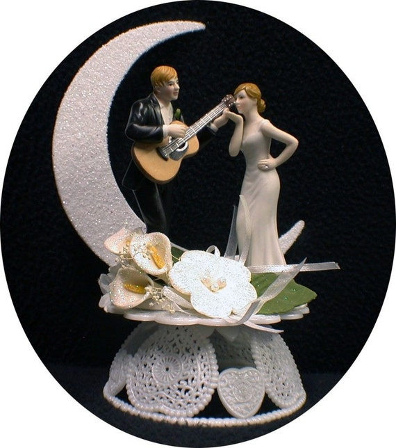 wedding cake topper man with guitar moonlight serenade guitar wedding cake topper 26352