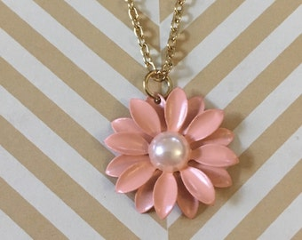 Gorgeous pink daisy necklace