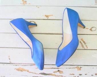SALE// CAPEZIO Heels...size 7.5 womens....wedding. blue satin. shoes. pumps. fancy. party. mod. retro. glam. satin. fabric heels. electric