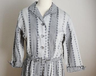 Vintage 1950s Black White Gingham House Dress // pleated day dress // womens medium / large