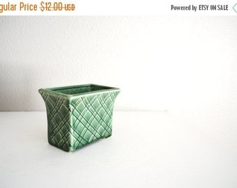 Fall SALE 20% Off - Vintage Standford Sebring Ohio Green Vase Planter- lattice crosshatch pattern