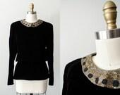 vintage velvet peplum blouse / black velvet blouse with beaded collar / back button peplum top / medium