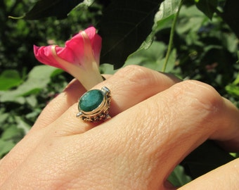 Sale, Very Beautiful Indian Emeral Ring, Size 9 US., 925 Silver, for Photo, Secret Notes