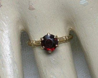 Antique Garnet Solitaire, Vampire Engagement Ring! Late Victorian, Edwardian era. Size 5 1/2