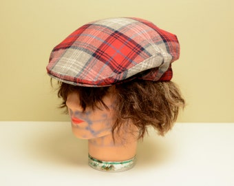 vintage wool flat cap plaid driving cap newsboy hat red white green plaid wool The Scotch House English Scottish hat 7 3/8 60