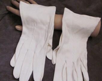 Beautiful Ladies Vintage White Soft Wrist Gloves (07A)