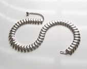 Vintage Napier Necklace Mid Century Modern Fashion Silver Tone Metal Choker Costume Jewelry Clean Simple but Classy Design Informal Elegance