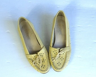 vintage 80s YELLOW LEATHER lace up OXFORDS flats 5.5 cut out flower shoes